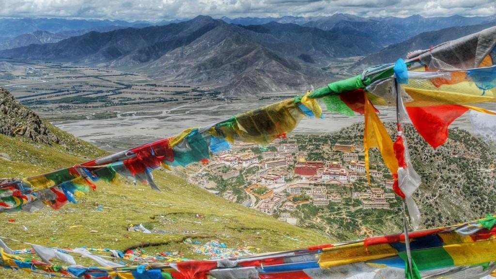 Тибетские пятицветные флажки